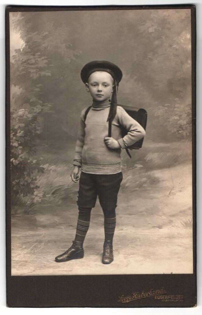 Schuljunge mit Mütze und Ranzen (Leop. Haberland, Eggenfelden)
